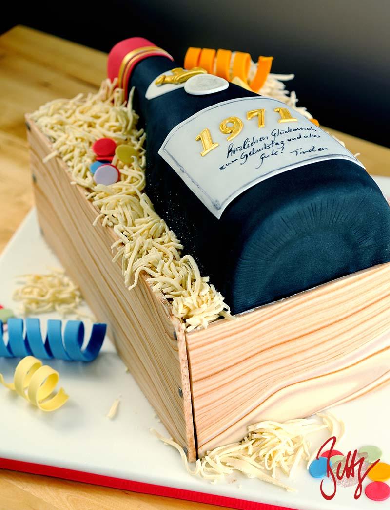 Holzoptik-Wein-Geburtstag-Torte-Fondant-Flasche-Jahrgang-Weinkiste-Betty