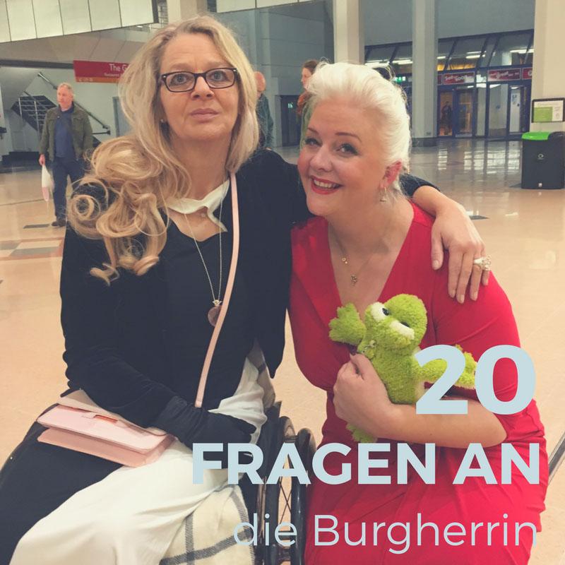Die Burgherrin Sonja Frohberg zusammen mit Betty - Kiss the frog